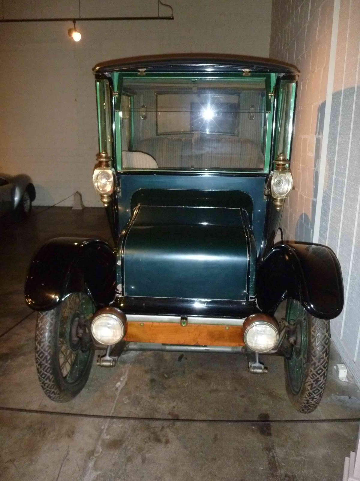 r4l 2011 this little guy was a 1916 rauch and lang j 6 it was electric had 6 forward speeds and 3 reverse this 100 inch wheelbased beauty cost 3 000 back in the