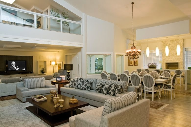 Mezanino Com Sala De Tv ~ Mezanino com guardacorpo de vidro e estrutura de ferro na cor branca