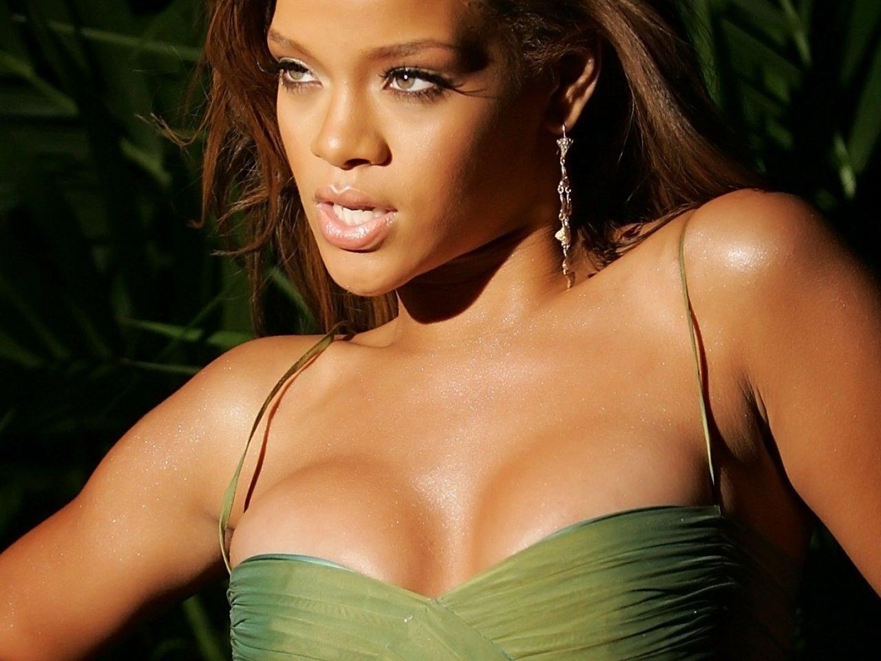 http://2.bp.blogspot.com/-pUo7YgZ7Zbc/T578bQo9aOI/AAAAAAAACOo/x2XFF7Iqcos/s1600/Rihanna+wallpapers+5.jpg
