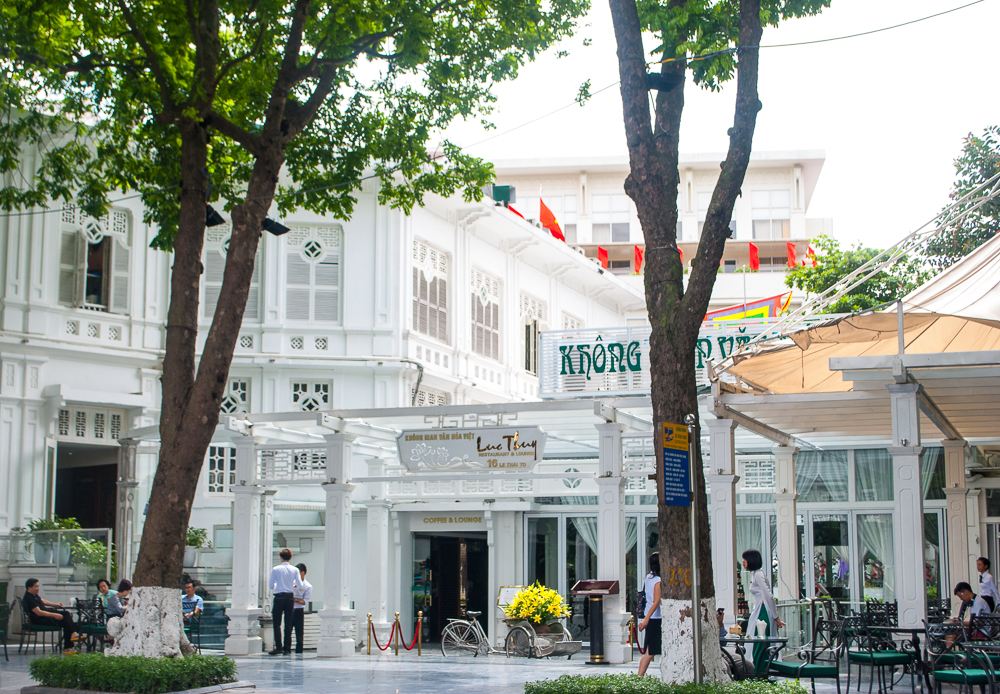 image of the lovely white cafe by the hanoi lake