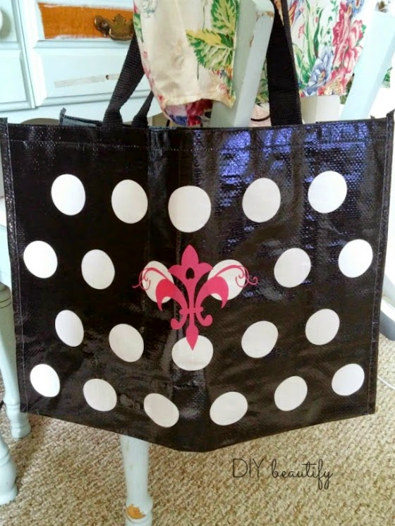 Customize a dollar store bag www.diybeautify.com