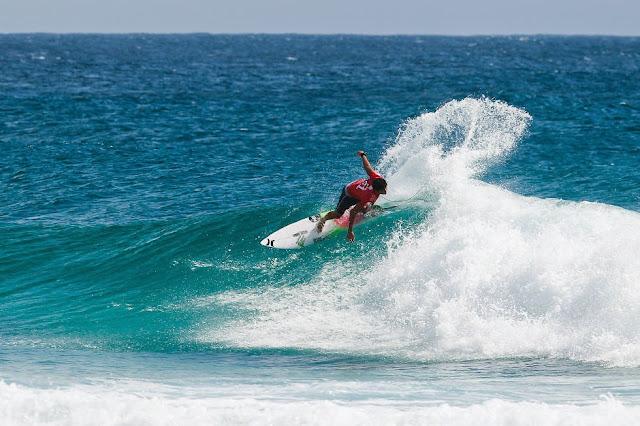 20 Quiksilver Pro Gold Coast 2015 Miguel Pupo Foto WSL Kelly Cestari