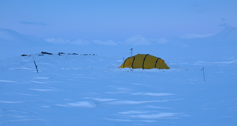telk liustikul Teravmägedel, tent on glacier