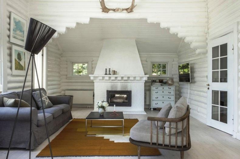 cabaña nórdica pintada de blanco