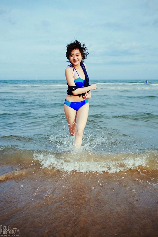 Thiếu nữ khoe vẻ ngọt ngào với bikini