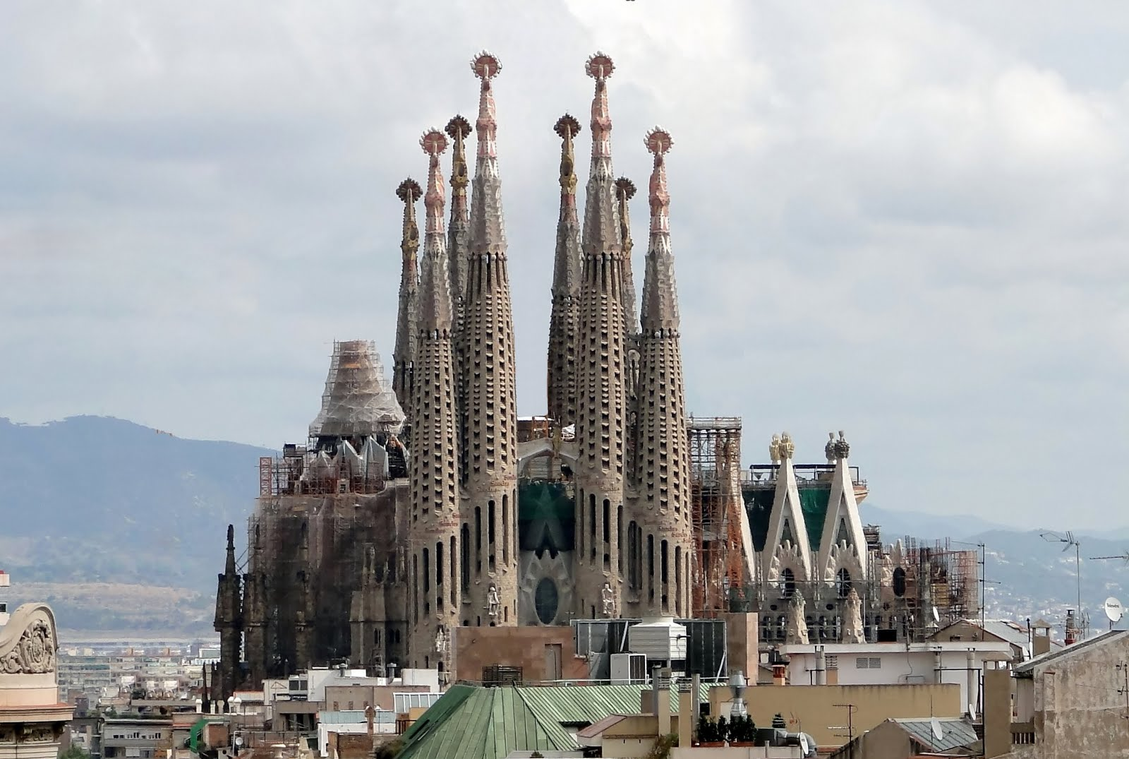 the bas lica i temple expiatori de la sagrada fam lia
