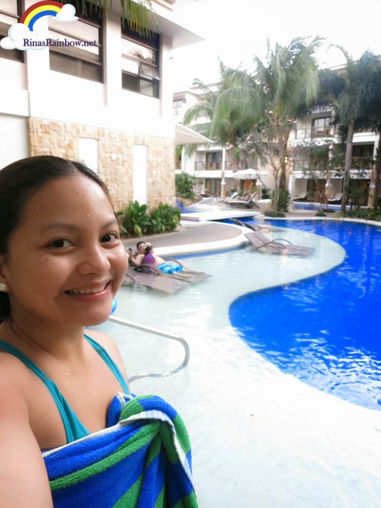 swimming hennan lagoon