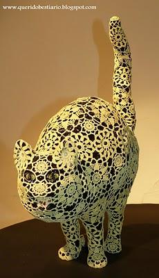Joana Vasconcelos (n.1971, Paris) Mago, 2009 Faiança Rafael Bordalo Pinheiro pintada com vidrado cerâmico  e revestida a croché em algodão feito à mão