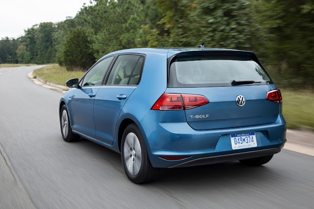 Rear 3/4 view of 2014 Volkswagen e-Golf