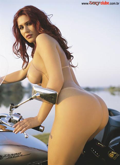 Lívia Andrade do sbt pelada na moto