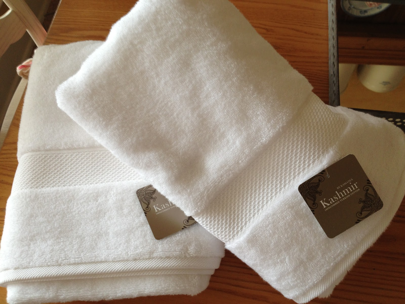 Luxury Towels Wallpaper