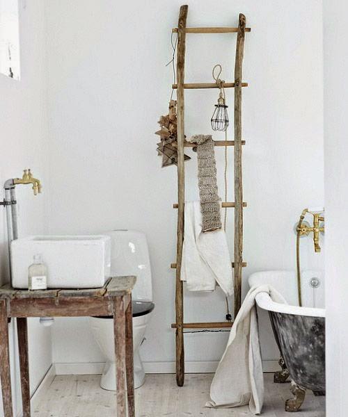 Bañera vintage con grifería retro