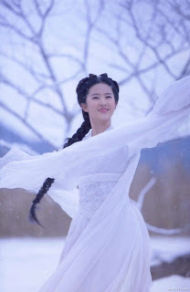 charming crystal liu yifei photo 03