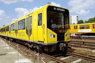 """U-Bahn: Schienenersatzverkehr in Berlin-Charlottenburg """"Ja, das ist die U2 nach Pankow, glauben Sie mir!"""", aus Der Tagesspiegel"""