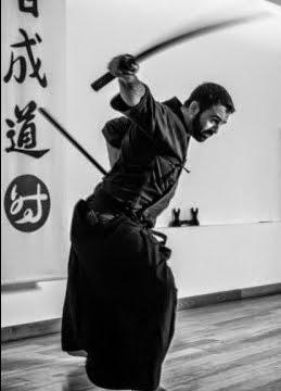 Aprende a manejar um sabre japonês