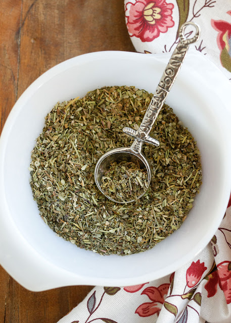It's so easy to make your own Homemade Italian Seasoning Blend! - get the recipe at barefeetinthekitchen.com