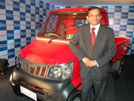 7Mahindra launches Gio compact cab in Hyderabad, to double ...