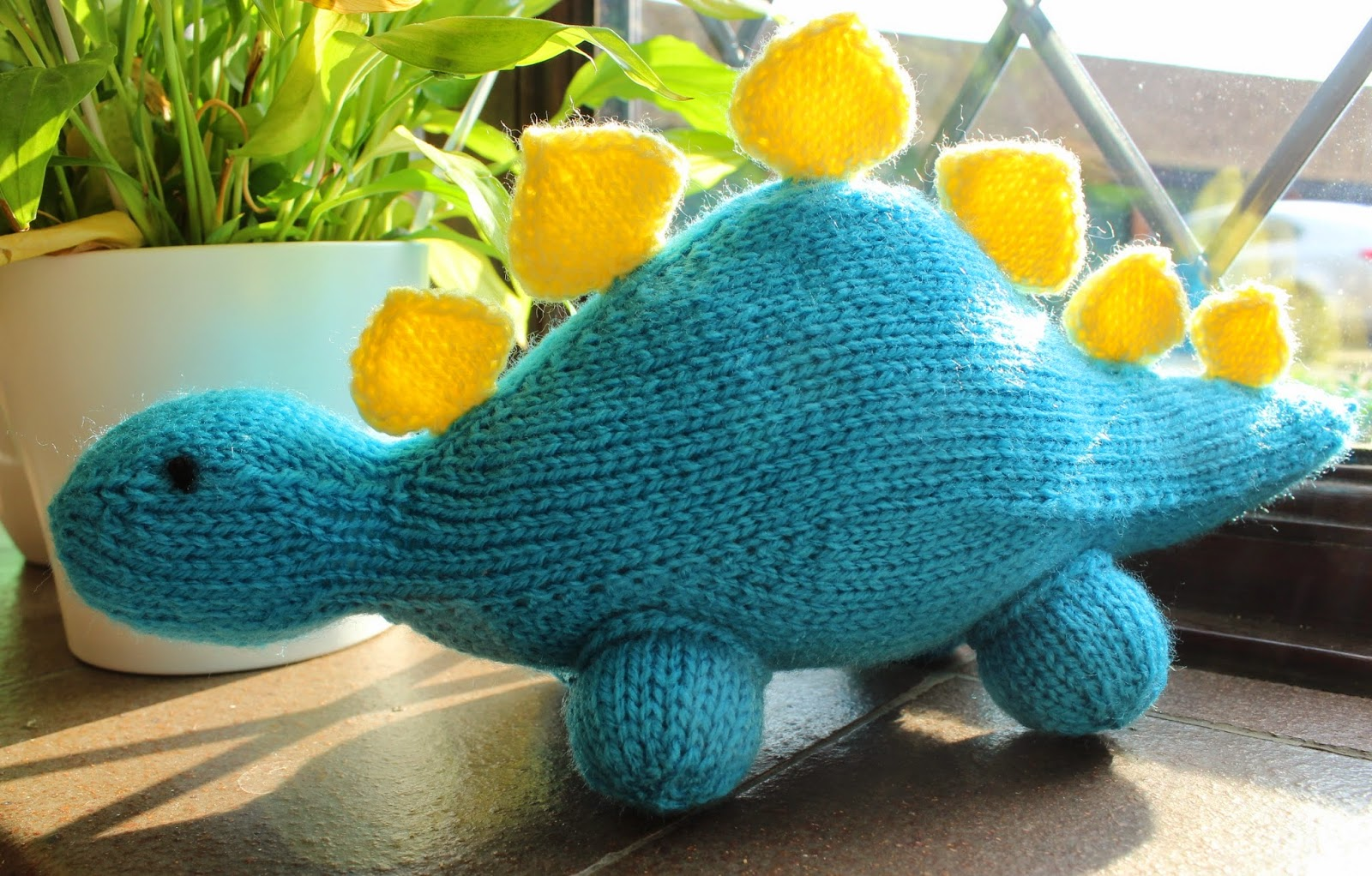 floral and feather: Finished project - a knitted dinosaur!