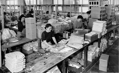 Women boxing up folded shirts at Pelaco, 1951