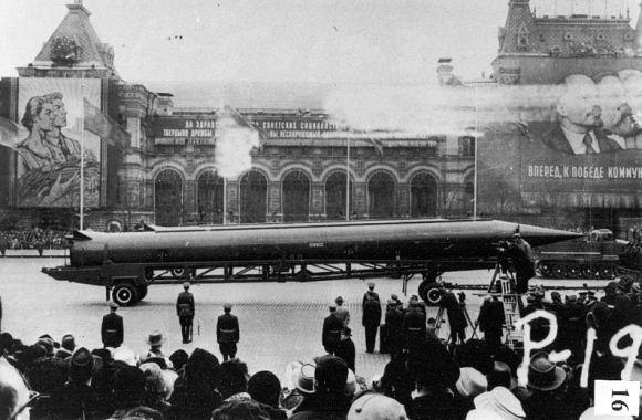 Rudal balistik jarak menengah Uni Soviet R-12