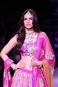 Kriti Sanon latest glamorous raml walk-thumbnail-20
