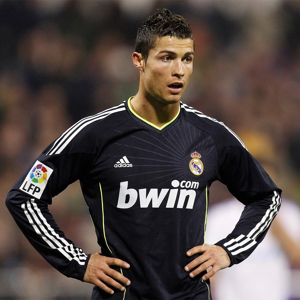 http://2.bp.blogspot.com/-pXaUZRp8TQ0/T99pgZDfDdI/AAAAAAAADK4/f1kWQ58-UWM/s1600/Cristiano+Ronaldo+hd+Wallpapers+2012_3.jpg
