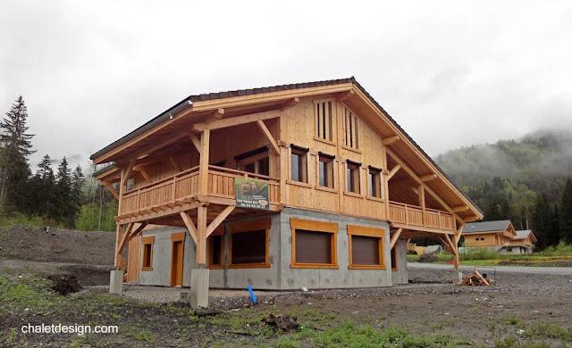 Chalé suizo de concreto y madera levantado en Francia