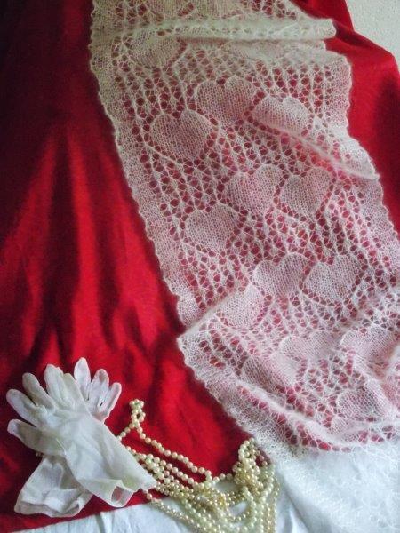 VERKOCHT Bruidssjaal met hartjes
