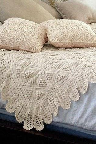 Бесподобно красивый белый плед с подушками