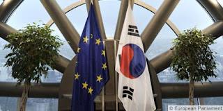 Banderas de la Unión Europea y Corea del Sur
