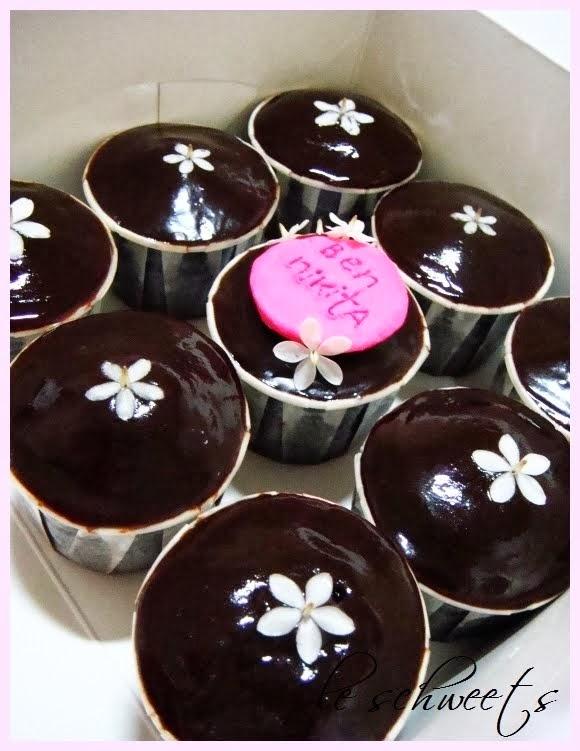 3D: Petit Jasmine Cupcakes