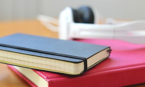 Using a planner or notebook are useful organizational tips to start off 2015 with a bang.