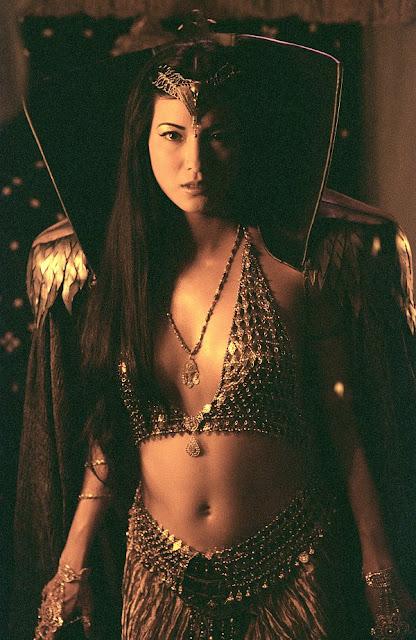 Kelly Hu, Si Penyihir Seksi Di Film
