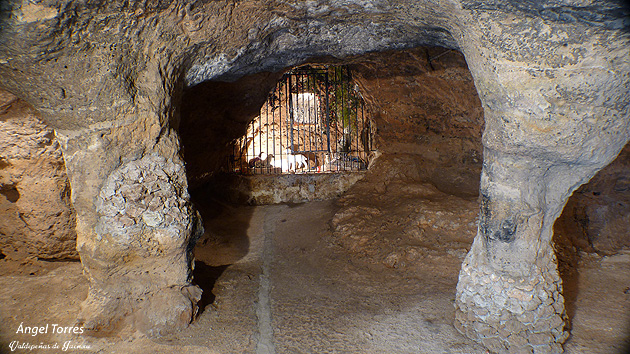Cueva de los milagros en la Ermita de Chircales