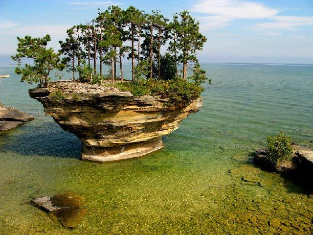 A ilha Turnip Rock em Michigan- EUA.