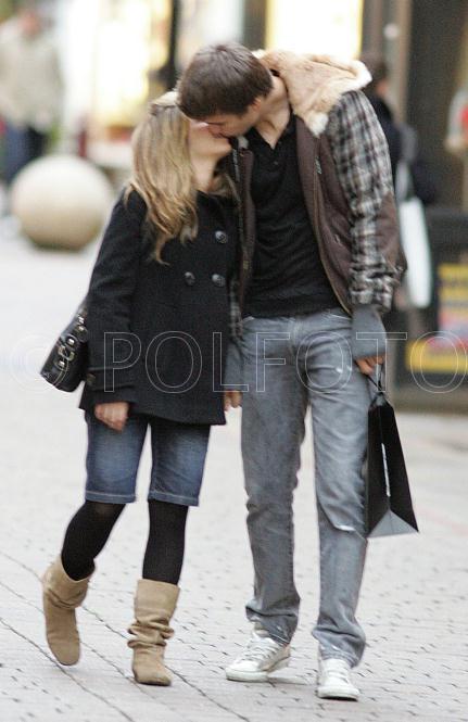 Gerard Pique with Girlfriend PicsGerard Pique Girlfriend