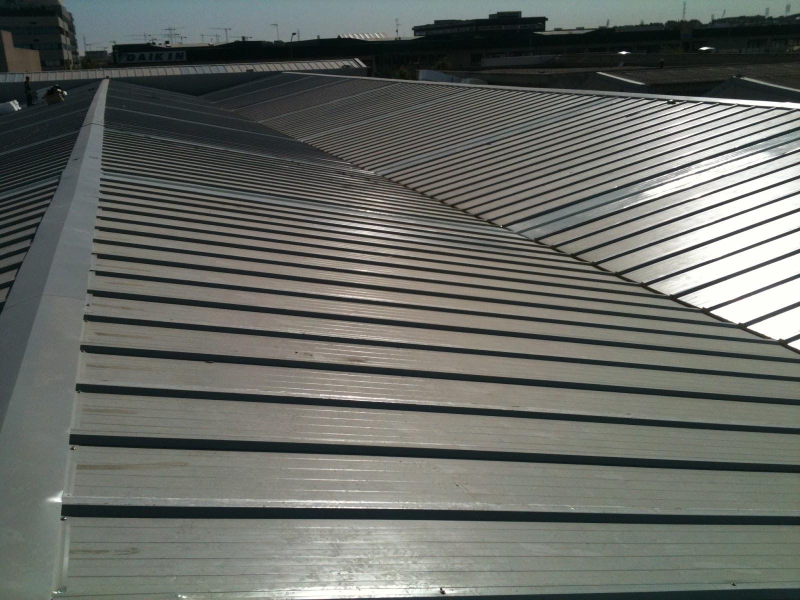 Metal y amianto cambio tejado con amianto por panel sandwich for Tejado panel sandwich