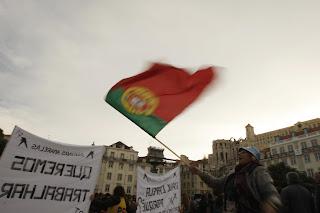 Οι Πορτογάλοι αρχίζουν να ξεσηκώνονται...μαζί και ο Στρατός τους....