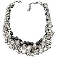 Puede simularse un torsade con un collar largo doblado en dos o más partes, o con varios collares de perlas o cadenas combinados, y aprisionando todas las \u201c