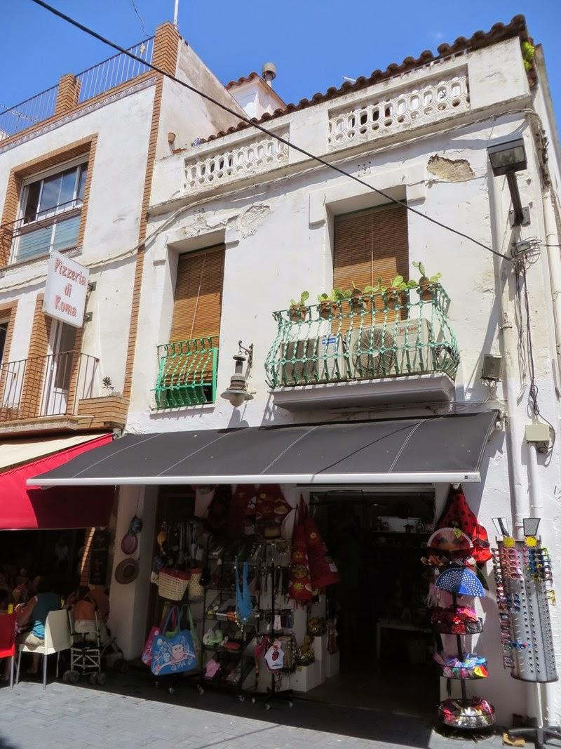 Rosas costa brava mes boutiques pr f r es - Les terrasses du port magasins ...