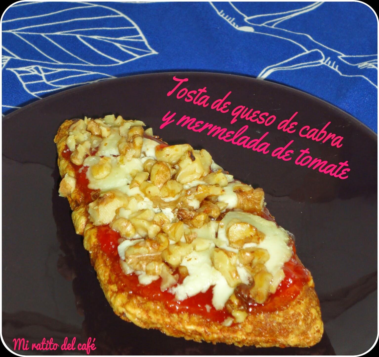 Tosta de queso de cabra y mermelada de tomate