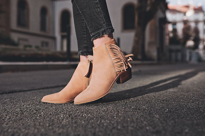 nude low boots fringe