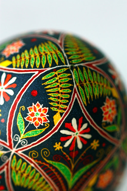 Pysanky Easter Egg Floral in Wedding Ring Quilt Pattern with Dark Background, Red and White Flowers, Ferns