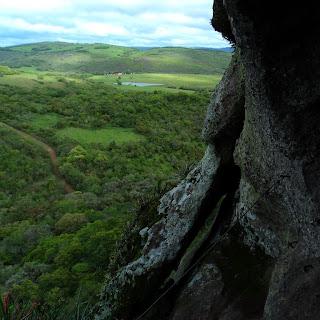 Vista da Caverna Percival Antunes, a Terceira da Pedra do Segredo, em Caçapava do Sul