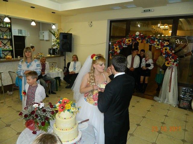 Торт на весіллі в українському стилі, кондитер - Уляна Коцаба