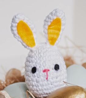 http://translate.googleusercontent.com/translate_c?depth=1&hl=es&rurl=translate.google.es&sl=en&tl=es&u=http://www.1dogwoof.com/2014/04/crochet-easter-bunny-pattern.html&usg=ALkJrhhESY-Vbi58ZnDZcea4RYJbK_yo2g