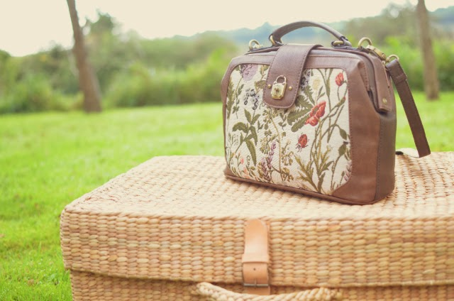 floral-tapestry-doctor-bag