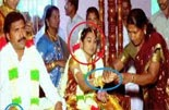 தடயம்: வரதட்சணை வண்கொடுமை / Clue: Of dowry harassment