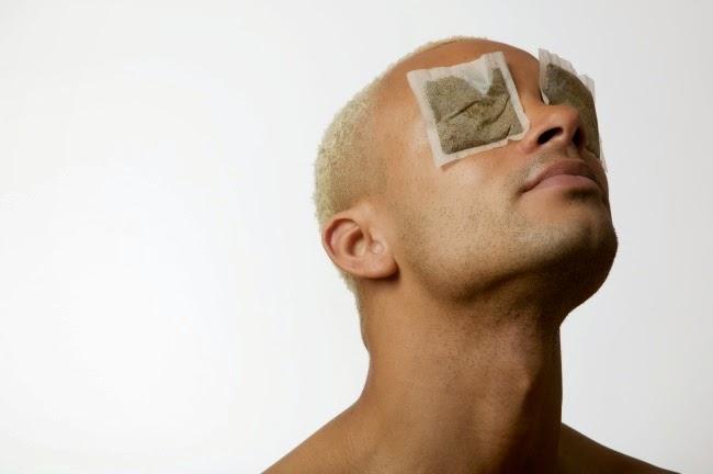 Las máscaras para la persona que limpian de la leche