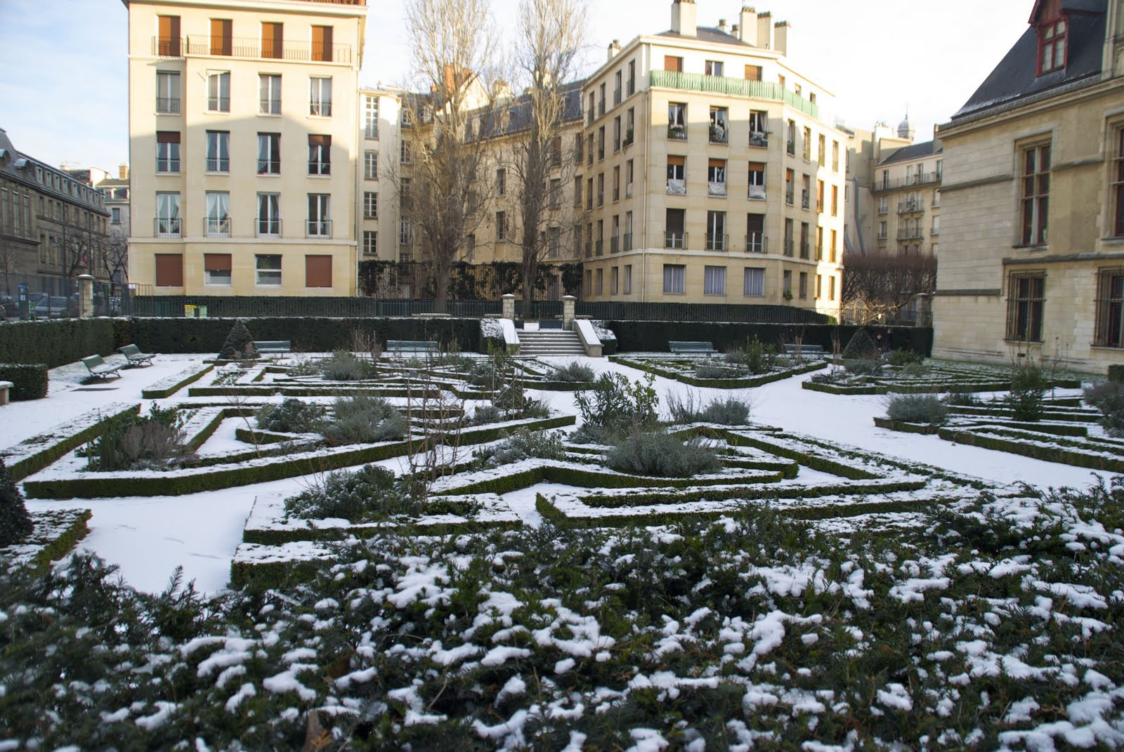 Smackdown week le marais vs montmartre cleared and for Le jardin de montmartre